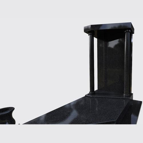 Pierre tombale Otella en granit noir poli